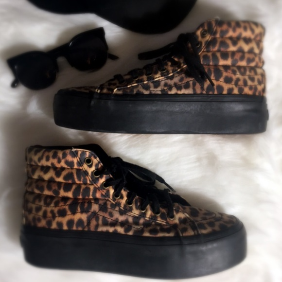 e2f079b8edae7d Vans Leopard Print Platform Sneakers Size 8. M 5b90c47a5098a06f262ddc89